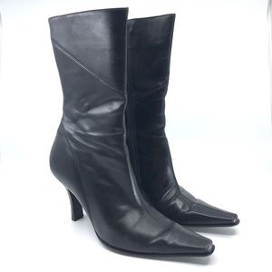KENNETH COLE BLACK LEATHER POINTY TOE BOOTS